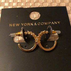 Adorable earrings with tricolor stones NWT